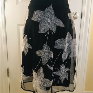 S 2 The Limited B&W floral appliqué skirt